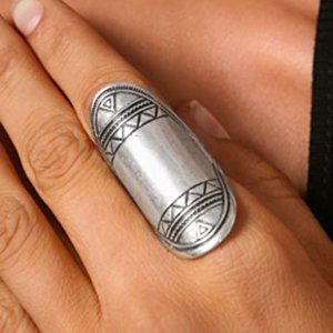 Low Luv X Erin Wasson Aztec Finger Ring in Silver